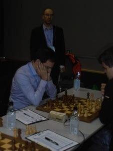 Stojanovic som sekundant for Pelletier i seieren over Carlsen.