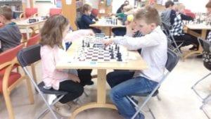Frøya Sjakklubb med sjakkturnering for barn og ungdom.