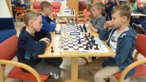 Sjakkturnering på Frøya for barn og ungdom.