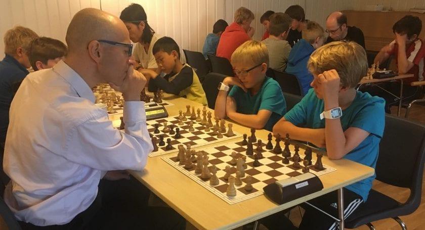 Sjakktrening med stormester Mihajlo Stojanovic, Hell Sjakklubb.