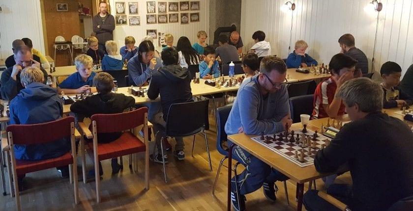 Spille sjakk i Hell, sjakkturnering i Trondheim
