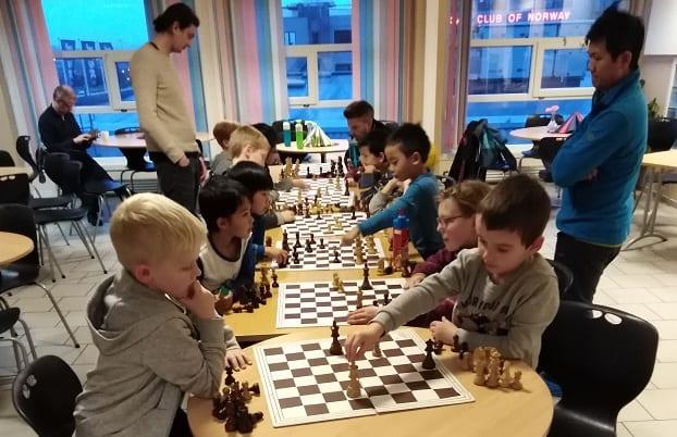 Barnesjakk og spillerutvikling på Tirsdagsakademiet i Trondheim.