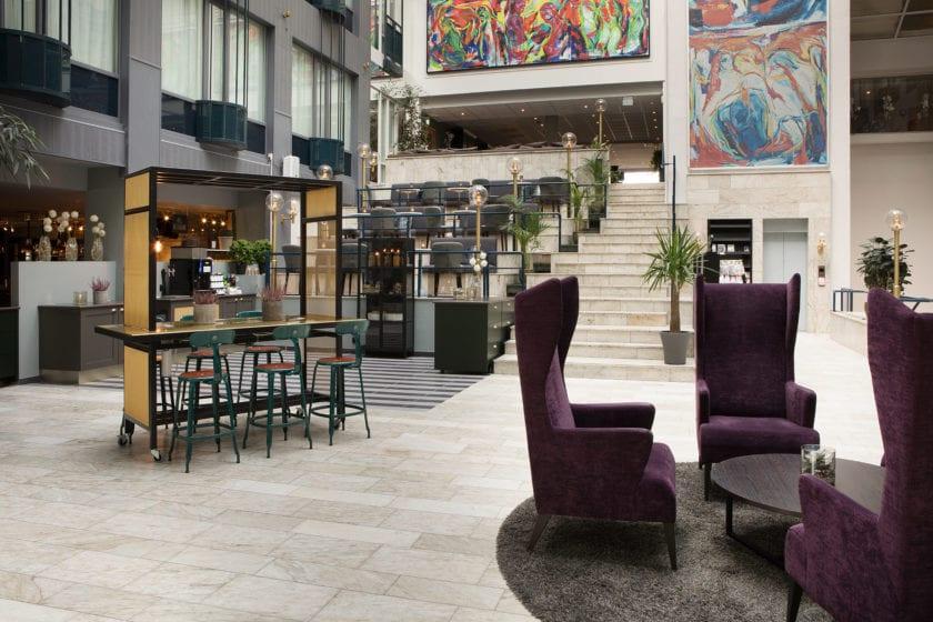 Lobbyen på Scandic Hell - like ved restauranten til venstre