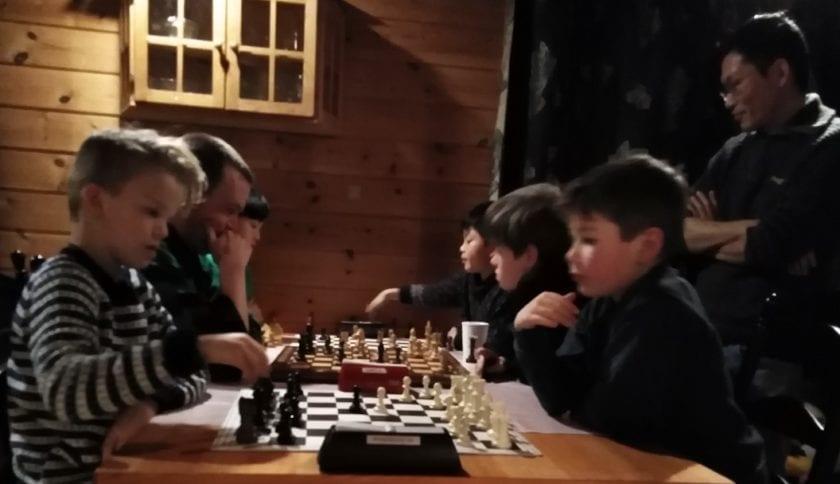 Lær sjakk med systematisk trening i et godt miljø - spillerutvikling