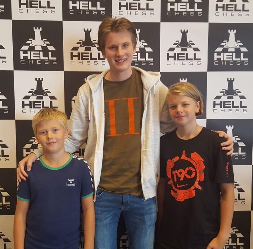 GM Johan-Sebastian Christiansen (Offerspill Sjakklubb) stiller opp for Hell-juniorene.